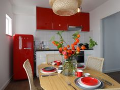 De tafel is gedekt, kom je snel langs? www.zusaanzee.com Table, Furniture, Home Decor, Homemade Home Decor, Tables, Home Furnishings, Interior Design, Home Interiors, Desk