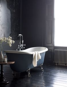 Traditional bathroom 396598310930249762 - This gallery features beautiful bathrooms with clawfoot tubs. Below you'll find pictures of a variety of clawfoot bathtub styles so you can find the one you like best and is ideal for your space. Glamorous Bathroom, Beautiful Bathrooms, Bad Inspiration, Bathroom Inspiration, Family Bathroom, Small Bathroom, Bathroom Layout, Bathroom Interior, Home Interior