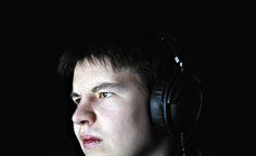 Tietokoneella pelaamisella voi elättää itsensä. Samuli Sihvonen on Suomen ainoa Starcraft II -pelin täysammattilainen.