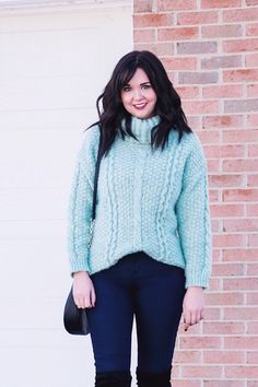 Cozy Turtleneck Sweater Winter Outfit | www.aclassicambition.com #ootd #lookoftheday #winterstyle