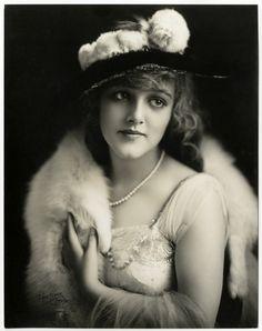 "lunawoman: ""(via http://41.media.tumblr.com/f8a8fa37f28ab024317e3826f403656e/tumblr_ne49n0RCFB1s2058go1_500.jpg) Mildred Davis silent film star 1920's """