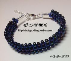 Macramé links bracelet in blue