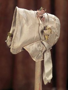 View Catalog Item - Theriault's Antique Doll Auctions 1840 Dolls bonnet