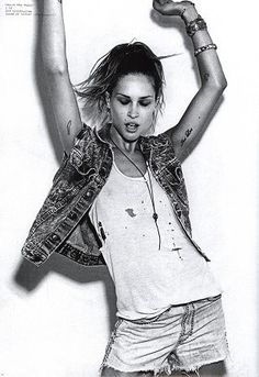 arms in the air like you just dont ca-- give a fock Passion For Fashion, Love Fashion, Fashion Models, Simple Style, My Style, Rock Style, Fashion Forecasting, Erin Wasson, Rock Chic