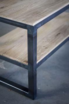 salontafel van oude eiken wagondelen en ijzer. meubels op maat bij jan van ijken oude bouwmaterialen www.oudebouwmaterialen.nl