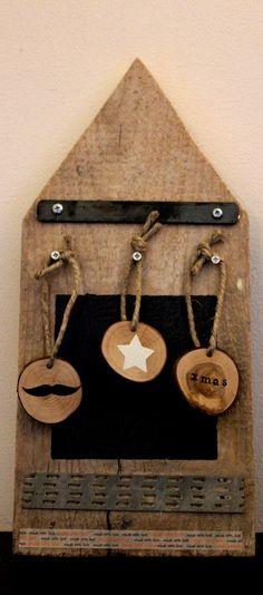 Leuk prik-, magneet-, en krijtbord gemaakt van oude steigerhouten planken <3