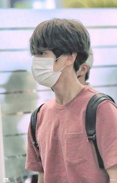 Baekhyun - 160828 Incheon Airport, departing for Hawaii Credit: Love Much. (인천공항…