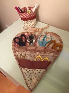 , To measure self Weve just started sewing, were enthusiastic, weve seen it everywhere, the me Small Sewing Projects, Sewing Hacks, Sewing Tutorials, Bag Patterns To Sew, Sewing Patterns Free, Sewing Art, Sewing Crafts, Sewing Accessories, Sewing Notions