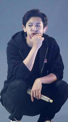 Chan Yeol and thinking something really hard ❤️❤️ Chanyeol Cute, Park Chanyeol Exo, Baekhyun Chanyeol, Kpop Exo, Chen, Kai, Rapper, Exo Album, Exo Lockscreen
