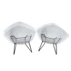 Paire de fauteuils Harry Bertoia  vendu par hervé CREUZET à st cyr au mont d'or (69 - Rhône). État : Bon état, Materiau : Métal, Style : Design, Couleur : Blanc
