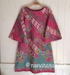 Dress pink Blouse Batik, Batik Dress, Kimono, Traditional Fashion, Traditional Dresses, Batik Kebaya, Myanmar Traditional Dress, Batik Fashion, Chic Outfits