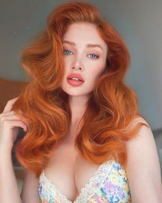 Stunning Redhead, Beautiful Red Hair, Beautiful Women, Michelle Instagram, Redhead Baby, Pin Up Curls, Hair Up Or Down, Long Red Hair, Natural Redhead