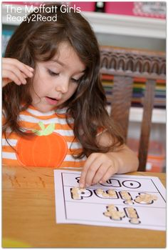 Decorating SIGHT WORDS with Cheerios and other FUN ideas for learning how to READ! Ready2Read Level 1 Unit 5