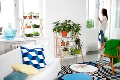 Clever products designed by Linda Bergroth & Klaus Aalto for Kekkilä. (via Miss Moss) Diy Living Room Decor, Home Decor, Living Comedor, Plant Shelves, Garden Shelves, Window Shelves, The Design Files, Shelf Design, Mid Century Design