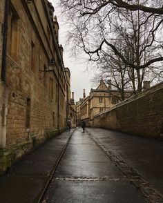 Rainy morning on the streets of Oxford...