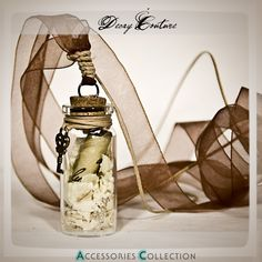 WILLIAM SHAKESPEARE – Message in a mini bottle – Mini Glass Bottle Corked, Organza Necklace, with rose petals | Decaycouture