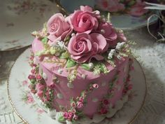 (SHABBY COTTAGE PINK ROSE DECORATED CAKE CHARMING!!