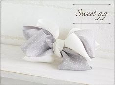 ふんわりリボンの作り方 Creative Gift Wrapping, Creative Gifts, Paper Flower Backdrop, Paper Flowers, Ribbon Hair, Hair Bows, Hair Bow Tutorial, Hair Clips, Crochet