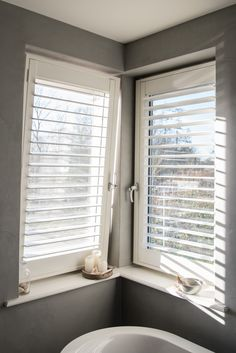 INHUIS Plaza | Shutters voor draaikiepraam worden netjes in het raam gemonteerd. De shutters bewegen daardoor altijd met het raam mee.