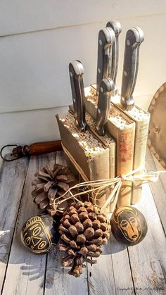 Repurpose those old books to create this classic farmhouse styled knife block #DIYHomeDecor #Repurposed #Recycle #OldBooks #ACraftyMix #MedinaLibrary