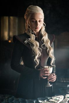 game of thrones - Daenerys Targaryen, Mother of Dragons Arte Game Of Thrones, Game Of Thrones Costumes, Game Of Thrones Facts, Game Of Thrones Dragons, Game Of Thrones Funny, Game Of Thrones Khaleesi, Game Of Thrones Characters, Emilia Clarke Daenerys Targaryen, Game Of Throne Daenerys