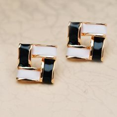 SHARE & Get it FREE | Color Block Splicing Geometric Adorn EarringsFor Fashion Lovers only:80,000+ Items·FREE SHIPPING Join Dresslily: Get YOUR $50 NOW!
