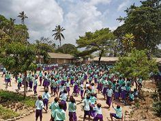 KENYA Freretown Les cours d'école à travers le monde