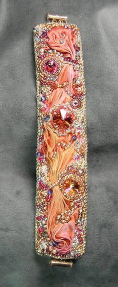 Grano bordado Cuff Bracelet joyas Rivolis por beadedjewelrydiva