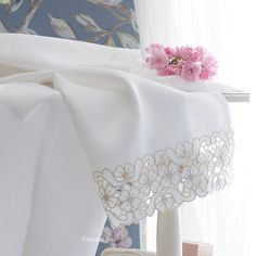 Linen with drawings and yarns to realize the cutworked towel
