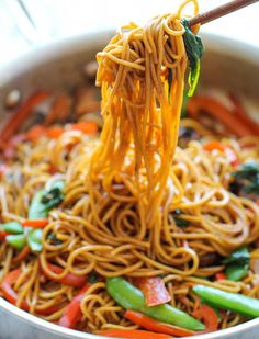 Easy Lo Mein from 5 Dinners You Can Make in 15 Minutes or Less via @PureWow
