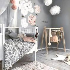 W e e k e n d God fredag, folkens! Håper dere får en fin helg I morgen og søndag skal jeg dele noen av bildene fra taggen #delmittbarnerom! Tag bildet ditt, så kanskje jeg deler akkurat ditt barnerom - - #barnerom #barnerominspo #inspo #inspiration #kidsbedroom #kidsroom #interior #interior123 #interior4all #interior4you #interior125 #interiorinspo #girlsroom #monolo #minikids #nursery #nurserydecor #nurseryinspo #barnerom #barnrum #kinderkamer #kinderzimmerdeko #kinderzimmer #follow...