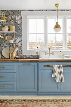 Ideas for Kitchen Paint Colors. Ideas for Kitchen Paint Colors. 17 Best Kitchen Paint Ideas that You Will Love Kitchen Colour Schemes, Kitchen Paint Colors, Color Schemes, Kitchen Paint Schemes, Color Combos, Builder Grade Kitchen, Blue Kitchen Cabinets, Space Kitchen, Design Kitchen
