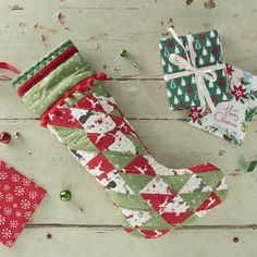 Fat quarters are great for sewing smaller projects and allow you to use a variety of fabric. Here's some fat quarter ideas for Christmas to get you feeling seasonal! Christmas Crafts Sewing, Christmas Gift Tags, Christmas Angels, Christmas Projects, Handmade Christmas, Christmas Stockings, Christmas Ornaments, Christmas Decor, Christmas Ideas