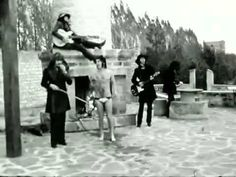 Deep Purple  Hush (Original Film Clip 1968) A strange video indeed, but a great classic rock song.