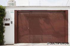 Chapas Perfuradas, Aplicações das Chapas Perfuradas Entrance Gates, Entry Foyer, Windows And Doors, Exterior Design, Fence, Facade, Living Spaces, Pergola, Sweet Home