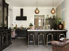 Back To Black: 20 Gorgeous Black Kitchens (Gravity Home) Black Kitchens, Home Kitchens, Cottage Kitchens, Modern Kitchens, Small Kitchens, Kitchen Interior, Kitchen Decor, Space Kitchen, Dining Decor
