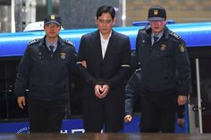 South Korean prosecutors say they will indict Samsung 's de facto chief on bribery, embezzlement and other charges linked to a political scandal that has toppled President Park Geun-hye .