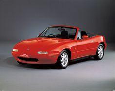 1989年 ロードスター / Roadster   デビューと同時に予想を大幅に上回る売れ行きを見せた。ロードスターの人気は、単にマツダだけの成功にとどまらず、世界中の他の自動車メーカーからオープンスポーツカーが誕生する呼び水ともなった。