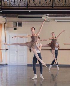 Yoga Dance, Dance Poses, Dance Art, Ballet Pictures, Dance Pictures, Ballet Boys, Ballet Dancers, Vaganova Ballet Academy, Ballet Studio