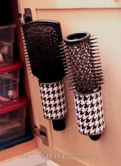 The Creative Imperative: Hanging Hairbrush Storage from Tin Cans. I told you I love those tin cans. You will never look at a tin can the same once you get to know me. Bathroom Organization, Organization Hacks, Organizing Ideas, Organizing Solutions, Bathroom Storage, Small Bathroom, Bathroom Ideas, Bathroom Stuff, Tin Can Crafts