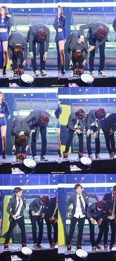 Hahahaha Chanyeol is such a butthead XD Suho is barely taller than a folded Chanyeol XD Chanyeol Baekhyun, Park Chanyeol, Kpop Exo, Exo K, Btob, Tvxq, Park Shin, Baekyeol, Exo Memes