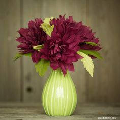 Fill your home with gorgeous crepe paper mums in deep purple hues this autumn. Use our template and follow our tutorial for crafting success!