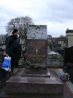 Portrait of me, Alekhine's grave