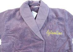 Peignoir de bain brodé au prénom Églantine personnalisé par Brodeway.com #peignoirpersonnalisé #cadeaupersonnalisé