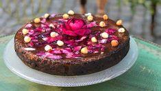 Konfektkake med rosegelé – NRK Mat – Oppskrifter og inspirasjon Acai Bowl, Cheesecake, Breakfast, Desserts, Recipes, Food, Chocolate Cakes, Drinks, Acai Berry Bowl