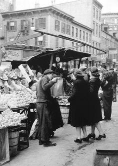 Bleeker Street New York 1940 Photo: Otto Bettmann