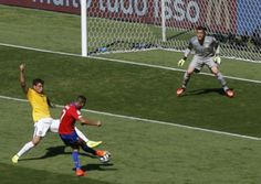 Chile's Alexis Sanchez (C) scores a goal during their 2014 World Cup round of 16 game against Brazil