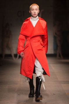 See all the Collection photos from Man Autumn/Winter 2017 Menswear now on British Vogue Winter 2017, Fall Winter, Autumn 2017, London Fashion Week Mens, Your Style, Style Men, New Trends, Raincoat, Menswear