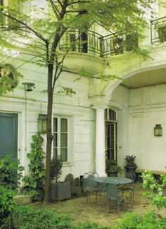 Paris living ~ Leafy 18th century courtyard in the 7th arrondissement ~