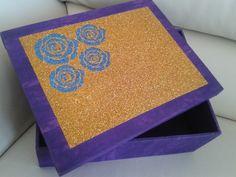 Caixa mdf forrada em tecido com tampa em patchaplique